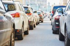Verkehr während der Hauptverkehrszeit Stockbild