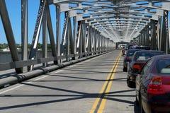 Verkehrs-Backup auf Brücke stockfotografie