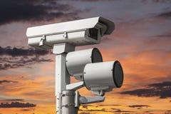 Verkehrs-Kamera mit Sonnenuntergang-Himmel Lizenzfreies Stockbild