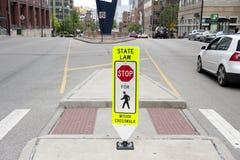Verkehrs-Mitteilung auf Straße Lizenzfreie Stockfotografie