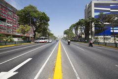 Verkehrs- und Mittelebensstil in Caracas früh morgens Stockfotos