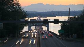 Verkehrs-Zeitspanne-Brücken-Sonnenuntergang Seattle-Landstraßen-520