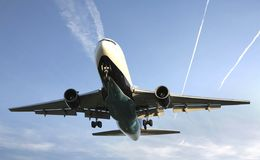 Verkehrsflugzeug lizenzfreie stockfotos