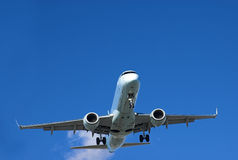 Verkehrsflugzeugstart Stockbilder
