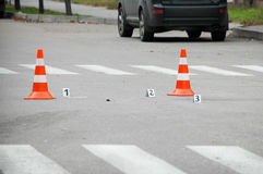 Verkehrskegel auf acident Standort Stockbild