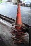 Verkehrskegelmasten, die Hüte der Hexen, Leitkegel, Landstraßenkegel, die Sicherheitskegel, Geräte leitend, Baukegel werden benut lizenzfreie stockfotografie
