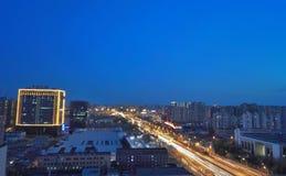 Verkehrsnachtszene in Peking lizenzfreie stockbilder