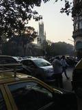 Verkehrsparkendes auto außerhalb St. Thomas Cathedral, lizenzfreie stockbilder