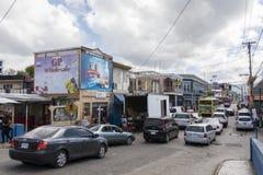 Verkehrsreiche Straße in Jamaika Stockfoto