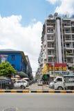 Verkehrsreiche Straße in Rangun Lizenzfreie Stockfotos