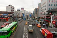 Verkehrsreiche Straße in Seoul Stockfotos