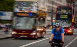 Verkehrsreiche Straßen von London Stockfoto