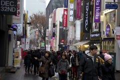 Verkehrsreiche Straßen von Myeongdong Seoul Korea lizenzfreies stockfoto