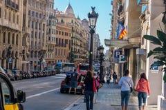 Verkehrsreiche Straßen in Barcelona, Spanien Stockbilder