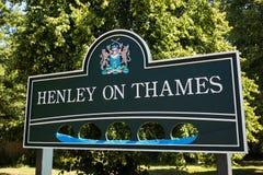 Verkehrsschild außerhalb Henley On Thames In Oxfordshires Großbritannien stockbilder