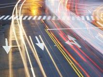 Verkehrsschild auf Asphalt Stockfotos