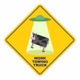 Verkehrsschild: bearbeitet Zusammenbruch-LKW UFO hebt eine Kuh auf urkomisch lizenzfreie abbildung