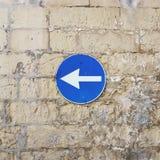 Verkehrsschild der bricky Wand lizenzfreies stockbild
