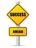 Verkehrsschild des Erfolgs voran Stockfotos