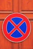 Verkehrsschild - ein Anschlag ist verboten Stockfoto