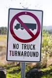 Verkehrsschild für LKWs verbietend, unterzeichnete keinen LKW-Rücklauf Lizenzfreie Stockfotografie