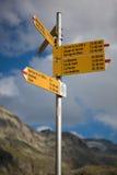 Verkehrsschild herein die Berge von Wallis in Switserland Stockfotos