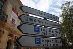 Verkehrsschild herein die Montignac-Stadt von Dordogne-Tal, southen Frankreich Stockbild