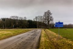 Verkehrsschild herein tschechische Landschaft Stockfotos