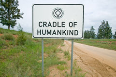 Verkehrsschild liest Wiege der Menschheit, eine Welterbestätte in Gauteng Province, Südafrika Lizenzfreie Stockbilder