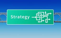 Verkehrsschild mit mehrfachen Wegen zur Strategie Lizenzfreies Stockfoto