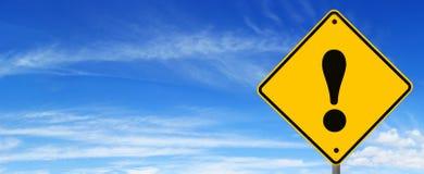 Verkehrsschild-WARNING Stockfotos