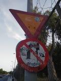 Verkehrsschilder in Athen stockbilder