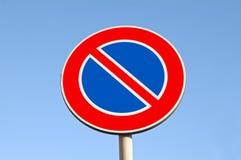 Verkehrsschilder. Kein Parken Stockfotos
