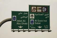 Verkehrsschilder in UAE Stockbilder