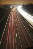 Verkehrsstrom nachts Lizenzfreie Stockfotos