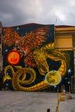 Verkehrszeichen herein Hosier Lane Melbourne Das Bild des Drachen und der Adler mit den Planeten Manila Philippinen Lizenzfreie Stockfotos