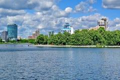 Verkh-Isetskiy staw, deptak, centrum miasta, plotinka Dinamo stadium próbka konstruktywizm yekaterinburg obrazy royalty free