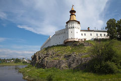 Verkhotursky der Kreml auf dem Fluss-Ausflug Verkhoturye Lizenzfreie Stockbilder
