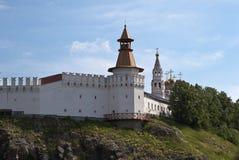 Verkhotursky der Kreml mit Dreiheits-Kathedrale Verkhoturye Lizenzfreie Stockbilder