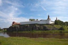 Verkhotursky der Kreml mit Dreiheits-Kathedrale Verkhoturye Lizenzfreies Stockbild
