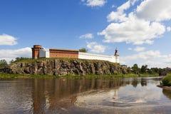 Verkhotursky Kreml på bankerna av floden Tura Verkhoturye Ryssland Royaltyfri Fotografi