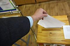 Verkiezingen van Afgevaardigden en de Voorzitter in de Republiek van Witrussische Vroege stemming zoals in de V.S. stock afbeeldingen