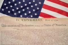 Verklaring van onafhankelijkheid 4de juli 1776 op de vlag van de V.S. stock foto