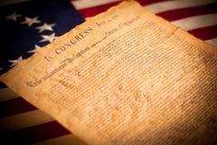 Verklaring van Onafhankelijkheid op vlagachtergrond stock afbeelding