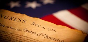 Verklaring van Onafhankelijkheid op vlagachtergrond stock afbeeldingen