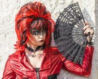 Verkleidete Frau mit einem Fan - Venedig-Karneval 2012 Lizenzfreies Stockbild
