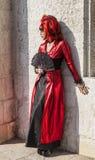 Verkleidete Frau mit einem Fan - Venedig-Karneval 2012 Lizenzfreies Stockfoto
