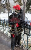 Verkleidete Person - venetianischer Karneval 2013 Annecys stockfotos