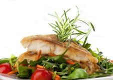 Verkleidung der weißen Fische und des Gemüses Lizenzfreies Stockfoto