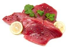 Verkleidung des frischen Thunfischs stockbild